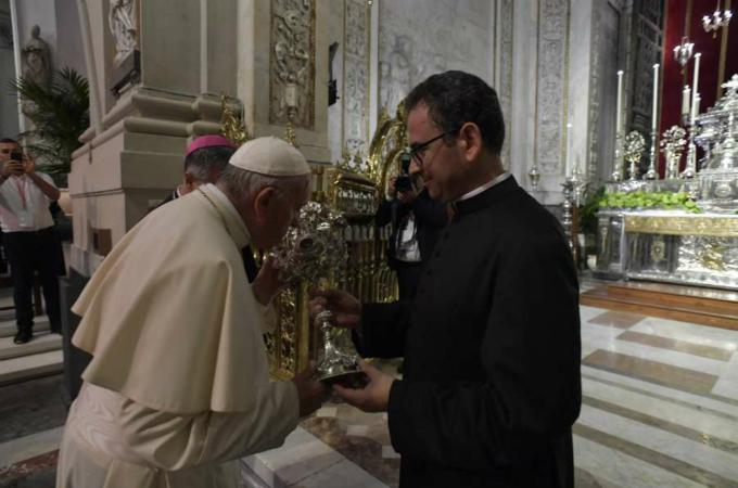 Pope Francis warns priests against living a double life